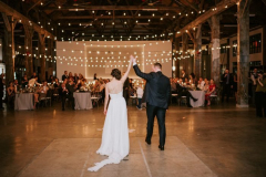 there-is-so-much-to-love-in-this-diy-pipe-shop-venue-wedding-in-north-vancouver-stacie-carr-photography-61-700x467-1